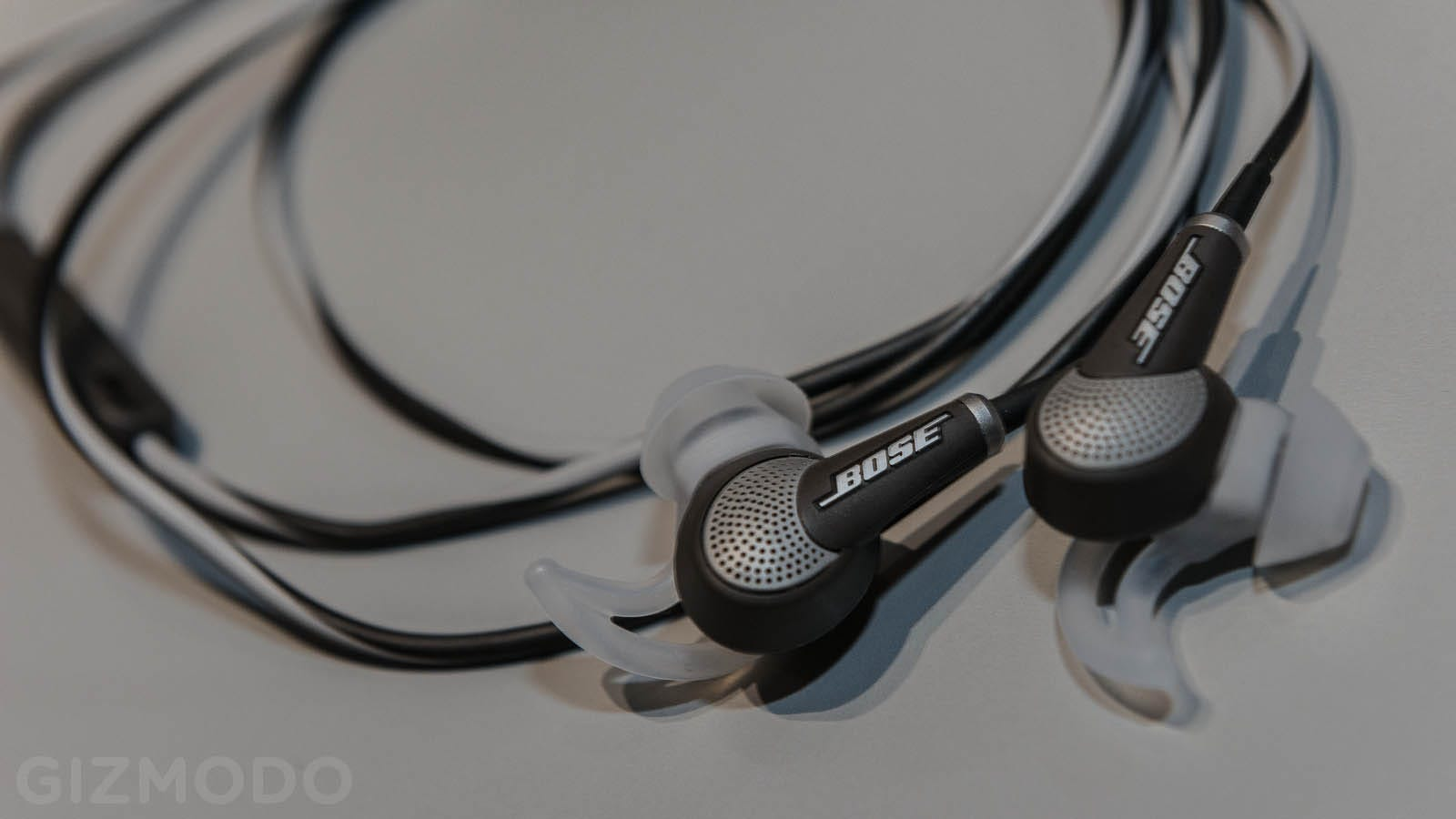 earbuds overear wired - Bose QuietComfort 20: Noise-Canceling Engineered to Fit Your Ear Holes