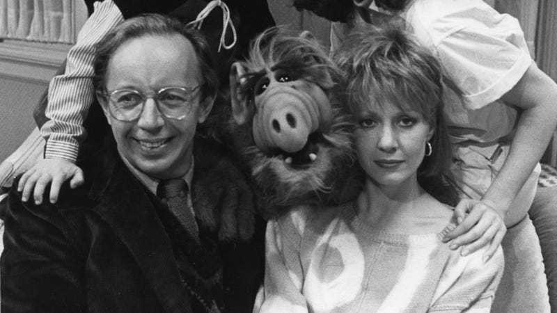 Max Wright (left) and Anne Shedeen with ALF in 1986