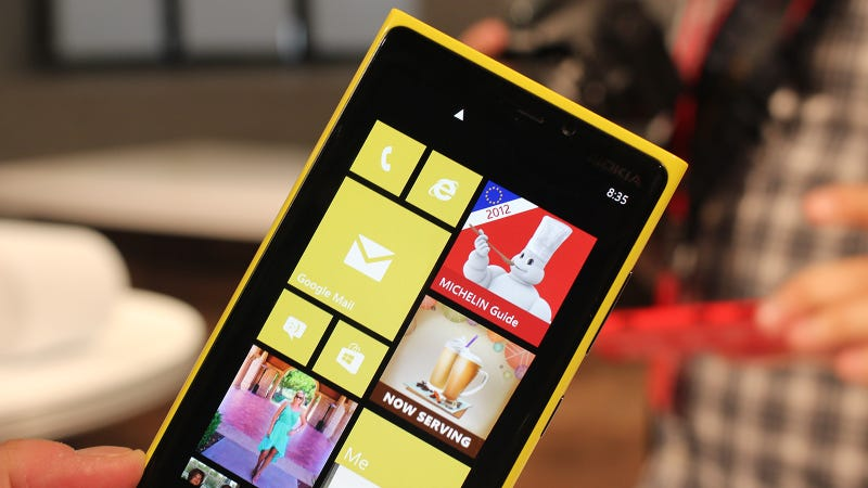 Illustration for article titled Nokia Lumia 920 Hands On: You Really Want This Thing—But Enough to Switch?