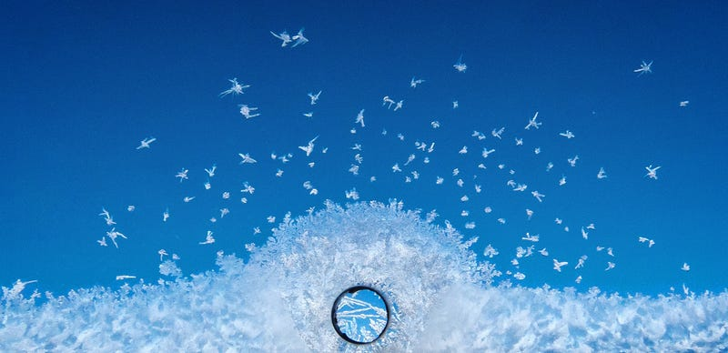 Illustration for article titled ¿Por qué hay un agujero en las ventanillas de los aviones?