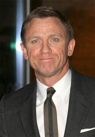 Illustration for article titled Daniel Craig Wears Less Makeup, Funnier Face