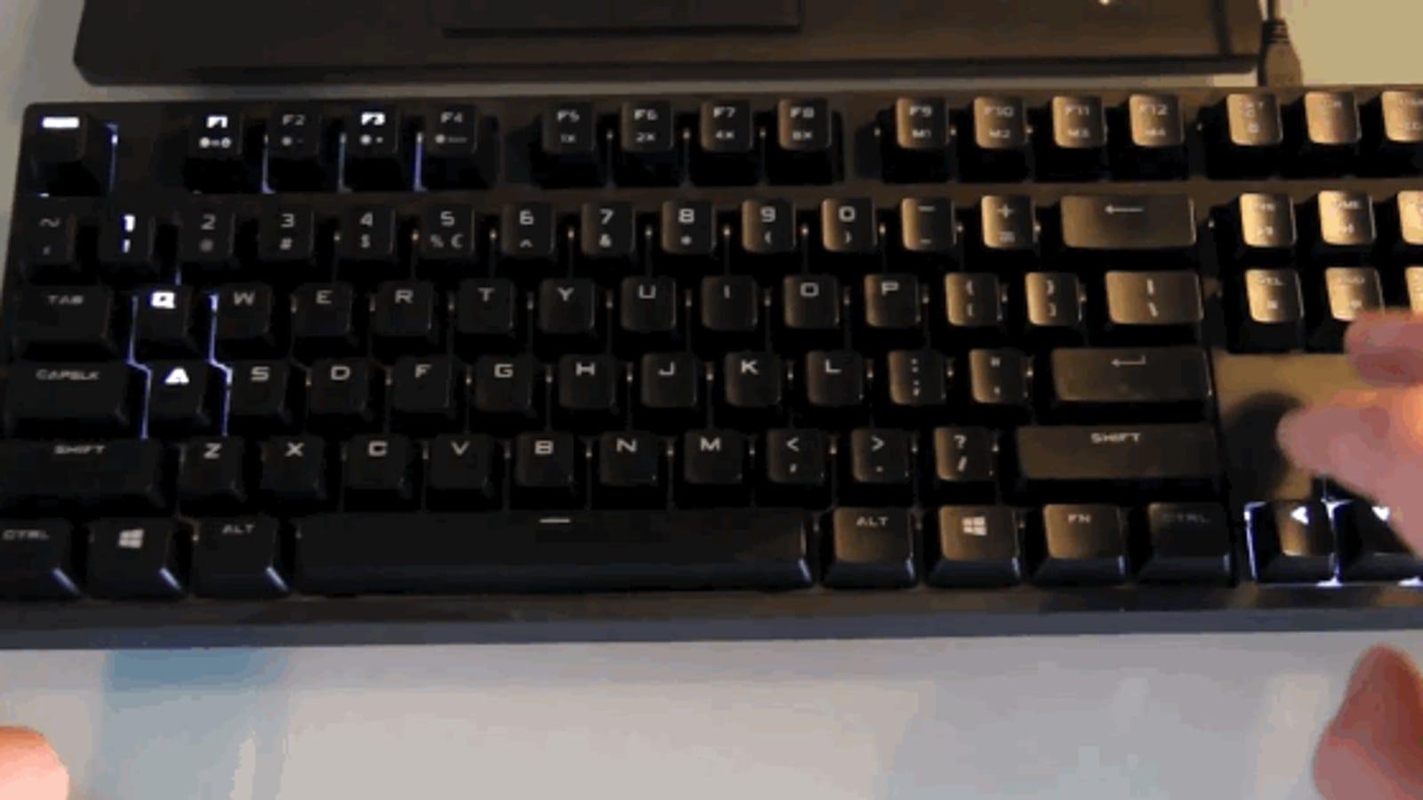 Una partida diferente al videojuego Snake: en un teclado iluminado