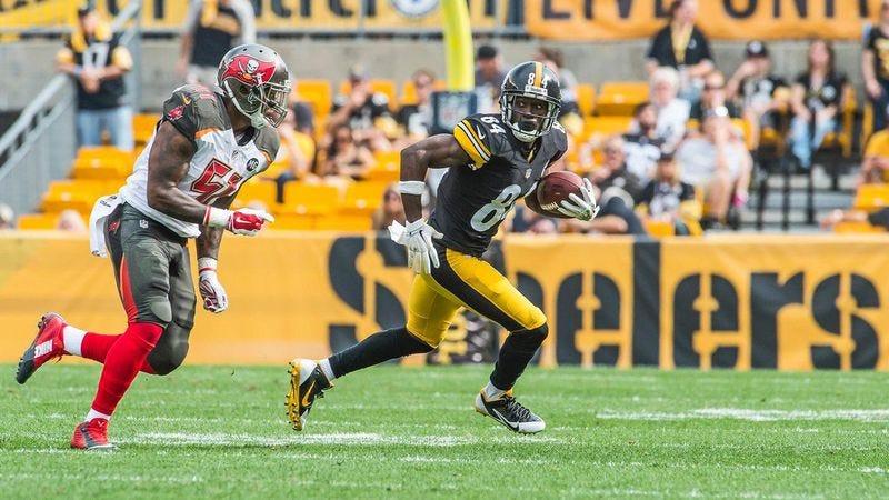 Pittsburgh wide receiver Antonio Brown flees a defender in Sunday's game against the Buccaneers. (Photo: Pittsburgh Steelers)