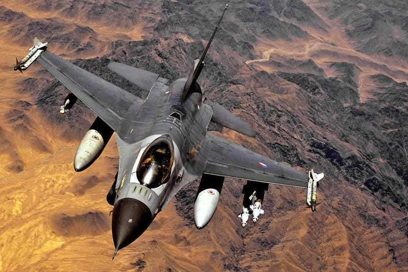 Illustration for article titled Dutch F-16 Pilots Now Flying Over ISIS Territory With Sub Machine Guns