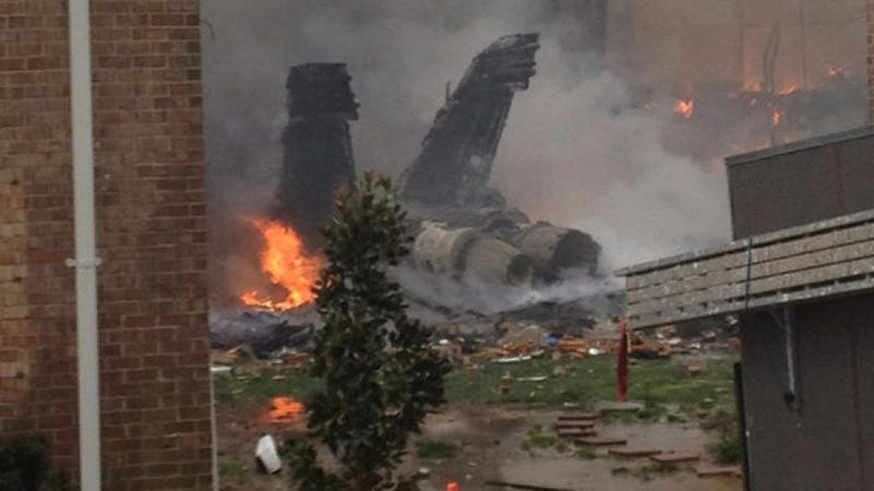 Illustration for article titled Navy F-18 Fighter Jet Crashes Into A Virginia Beach Apartment Building [VIDEO]