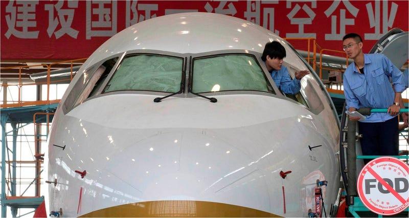 Este es el primer avión comercial diseñado y fabricado por China
