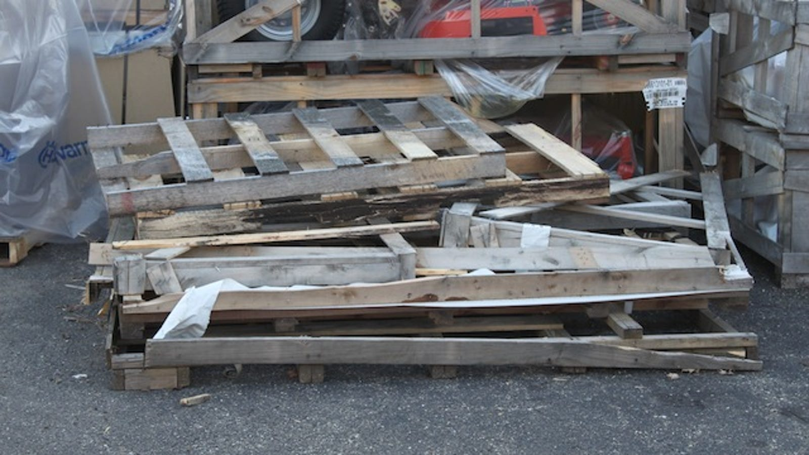 Find free shipping pallets and reclaimed wood for your diy for Reclaimed pallet wood projects