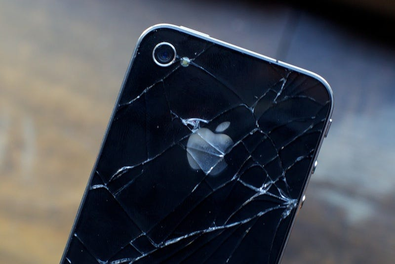 Illustration for article titled iPhone 4 Design Flaw Could Lead to Epidemic of Cracked iPhones
