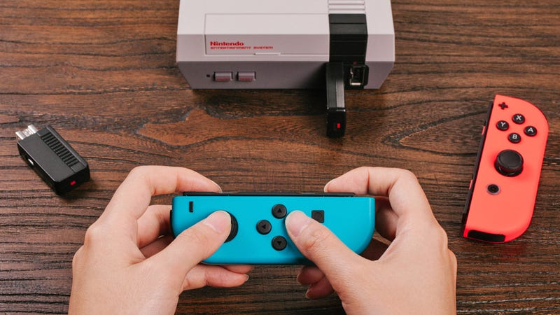 Illustration for article titled The Nintendo Switch's Joy-Con Controllers Now Work With the Equally Tiny NES Classic Edition