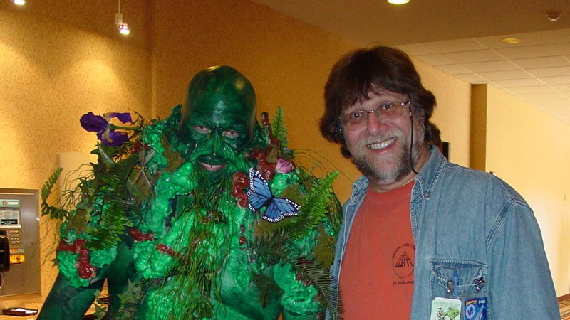Len Wein with a Swamp Thing cosplayer, Photo: Lex Larson, at CONvergence/Wikimedia Commons