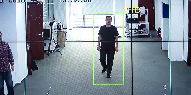 Illustration for article titled China tiene una nueva tecnología que puede identificar a ciudadanos por la forma de caminar