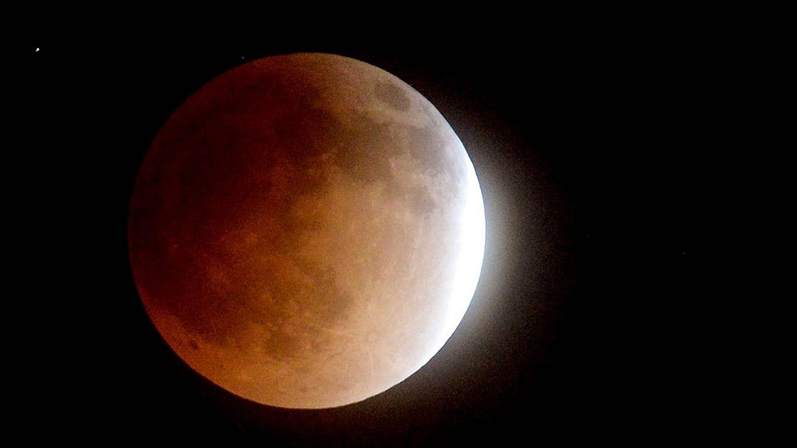 Cómo ver el eclipse total de superluna del día 27 de septiembre