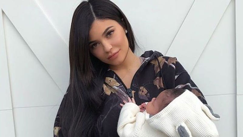 Illustration for article titled Kylie Jenner Shares First Full Pictures of Herself With 1-Month-Old Daughter Stormi