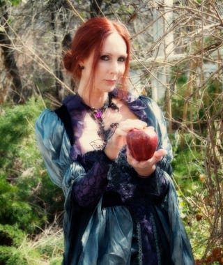 Illustration for article titled Did This Lady Holding a 'Poison Apple' Send Ricin to President Obama?