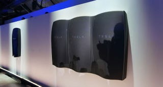Tesla House Battery >> Everything You Need To Know About Tesla S New Household Batteries