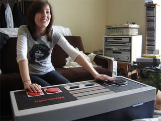 Illustration for article titled This Coffee Table Thinks It's An NES Controller