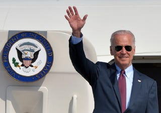 Illustration for article titled After Request From Dying Son, Joe Biden Might Seek Nomination