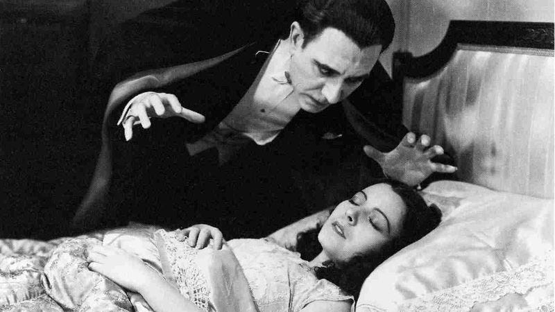 Tovar in the Spanish-language Dracula (Photo: Universal)
