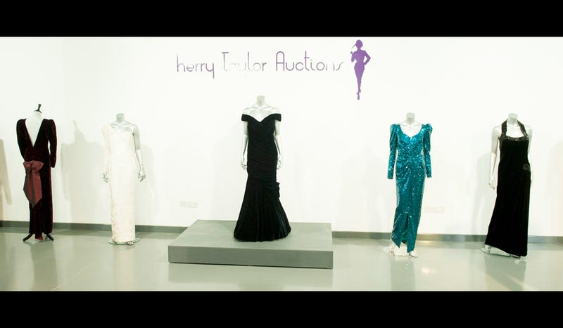 Illustration for article titled Princess Diana's Most Famous Gowns Sell for $1.2 Million at Auction