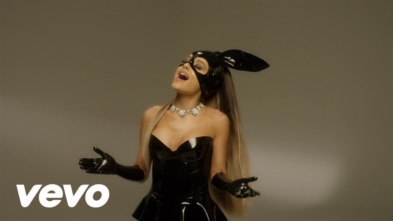 I Do Not Think Ariana Grandes Bunny Ears Are Having Their -4692