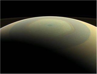 Illustration for article titled Nuevas imágenes muestran a Saturno y sus lunas a todo color
