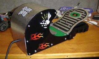 Illustration for article titled Ben Heck's Guitar Hero Pedal