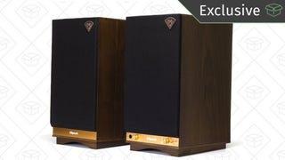 Dos monitores de audio The Sixes de la marca Klipsch | $498 | Amazon | Usa el código KINJA17O