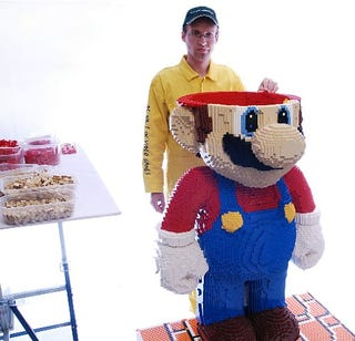 Illustration for article titled Mario Made From 40,000 LEGO Bricks