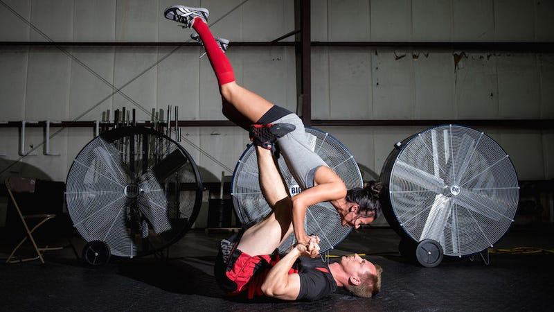 Illustration for article titled These CrossFit Freaks Took Amazing Engagement Photos