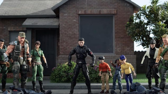 Snake Eyes Jokes About Who Is (and Isn t) in His Movie