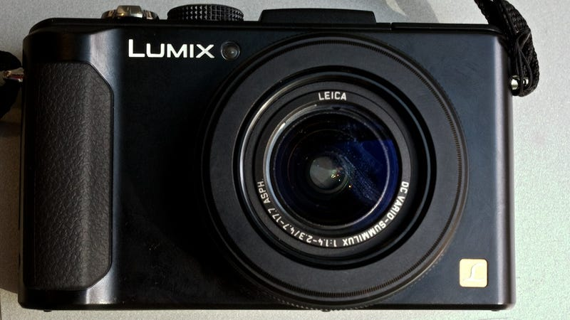Illustration for article titled Panasonic Lumix LX7: A Gorgeous, Darkness-Assassinating Camera That Fits In Your Pocket