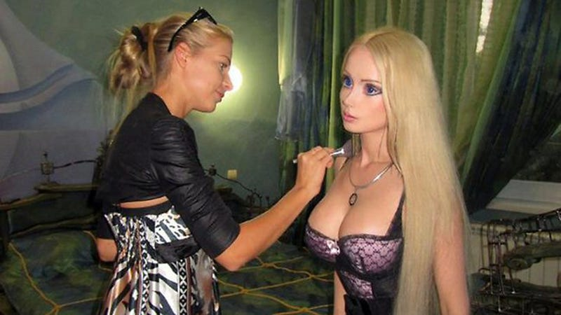 Illustration for article titled Human Barbie Claims She's Never Had Plastic Surgery, Thinks We All Don't Have Eyes
