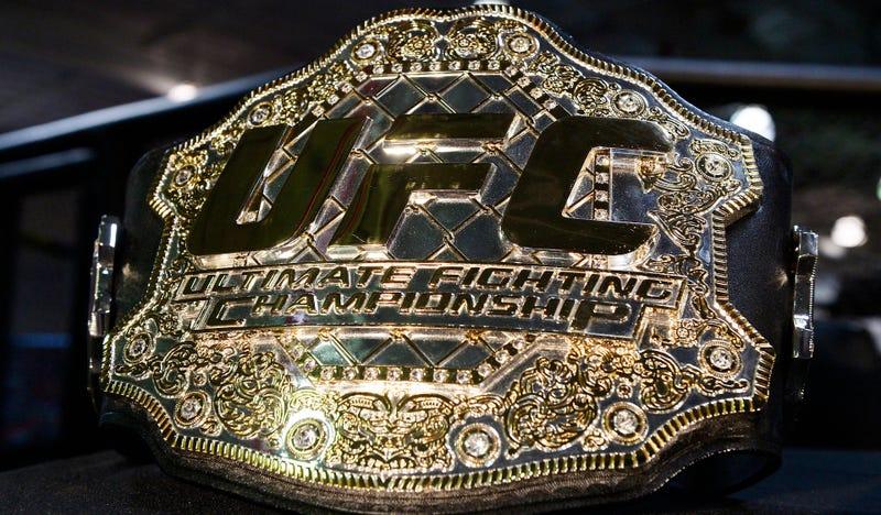 Michael Bisping bóng gió lý do UFC đổi đai vô địch