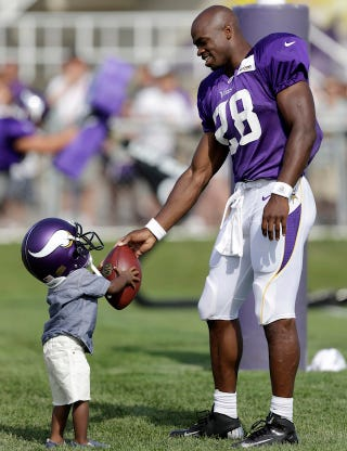 Illustration for article titled Adrian Peterson's Son Is The Cutest Sports Toddler