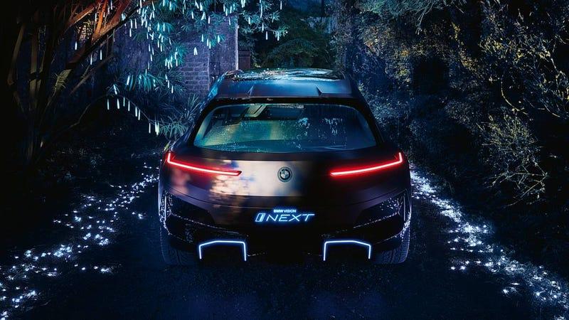 Illustration for article titled BMW lanza un anuncio donde una pareja tiene sexo en un coche autónomo (y luego lo elimina)