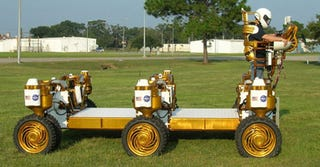 Illustration for article titled NASA Chariot Lunar Rover Looks Like Something I Made With LEGOs When I Was 8