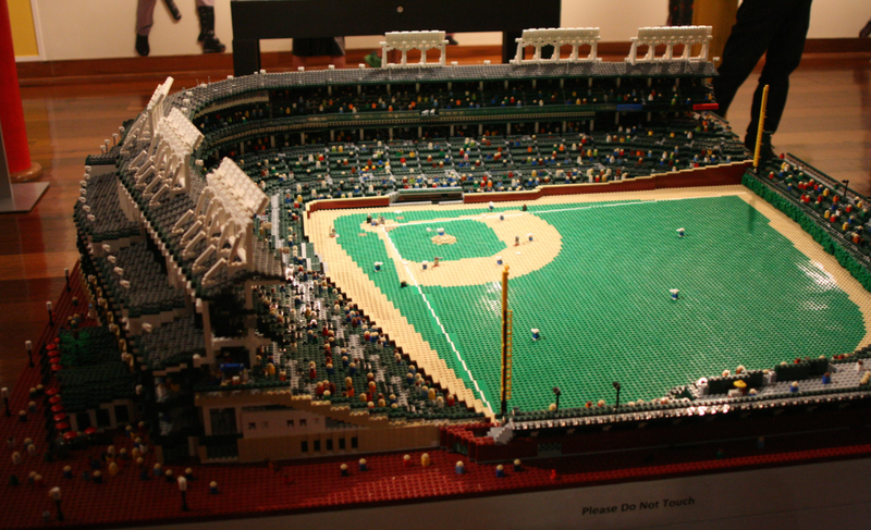 Illustration for article titled Cubs Fan Creates Amazingly Detailed Model of Wrigley Field Using Lego