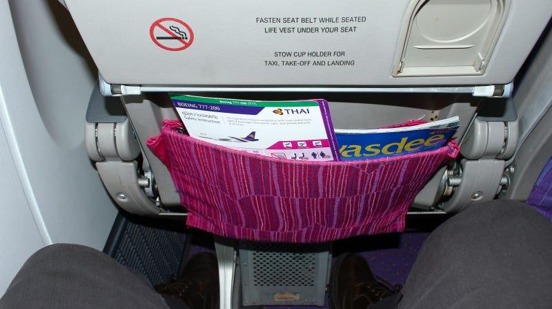 Illustration for article titled Hay una forma perversa de conseguir que un pasajero deje de reclinar su asiento en un vuelo