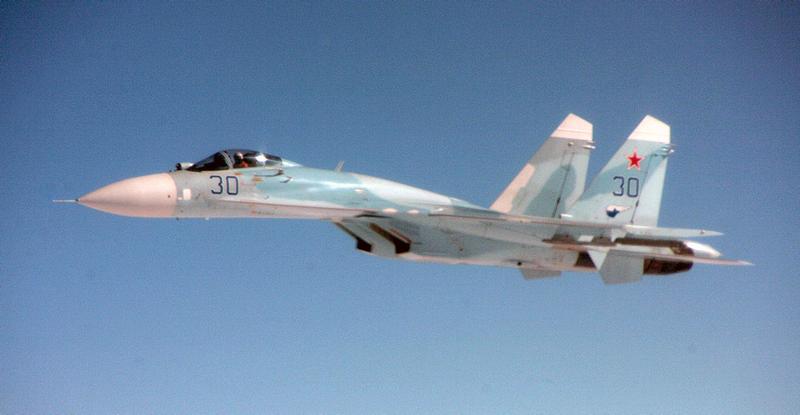 Illustration for article titled Esto es lo que ocurre cuando un caza ruso intercepta a otro en vuelo