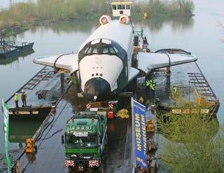 Illustration for article titled Daimler Tugs Soviet Buran Spaceship, Self
