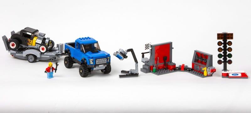Illustration for article titled Lego's Ford Model A Hot Rod-TowingRaptor Set Kicks Ass