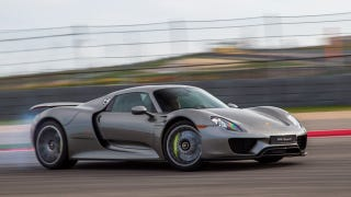 Illustration for article titled ​Porsche 918 Owners Can Call A Race Driver Whenever They Want