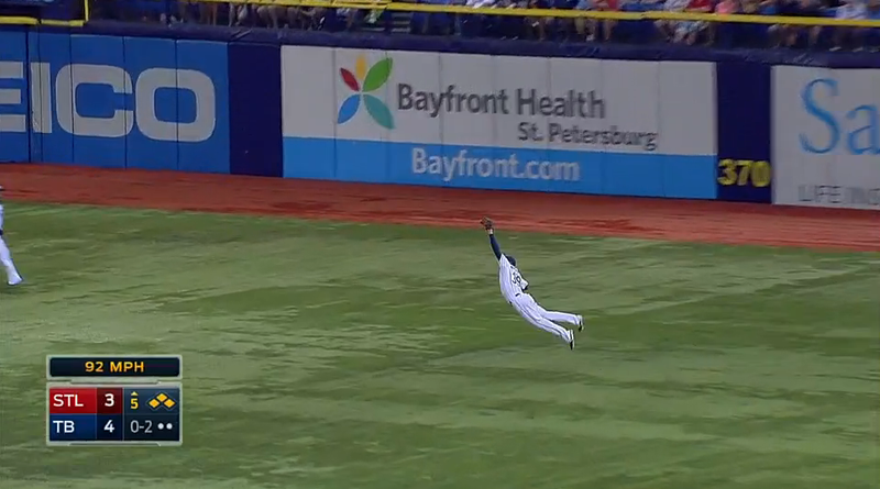 Illustration for article titled Kevin Kiermaier Makes Brilliant Diving Catch To Protect Rays' Lead