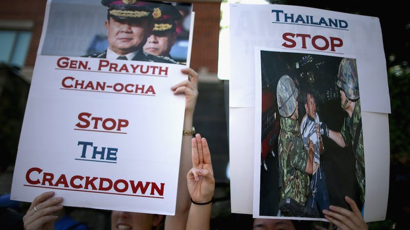 Illustration for article titled Thai Protesters Detained for Reviving Hunger Games Salute