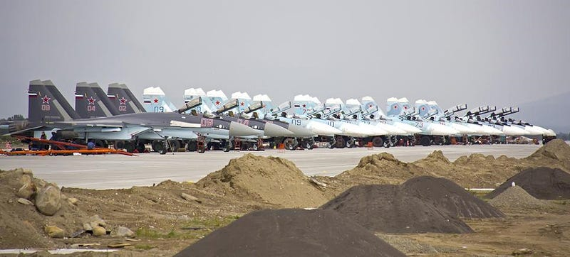 Illustration for article titled Those Photos Of Superflankers And Advanced SAMs In Crimea Are Bogus