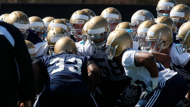 Illustration for article titled Notre Dame Stays Competitive, Falls Short In Intra-Squad Scrimmage