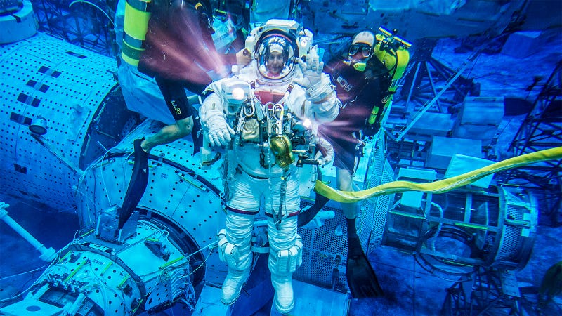 Illustration for article titled Awesome Underwater EVA Training Photo Of Astronaut Thomas Pesquet