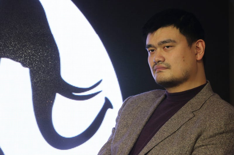 Illustration for article titled Beijing Man Sues Yao Ming For Ineffective Fish Oil Pills
