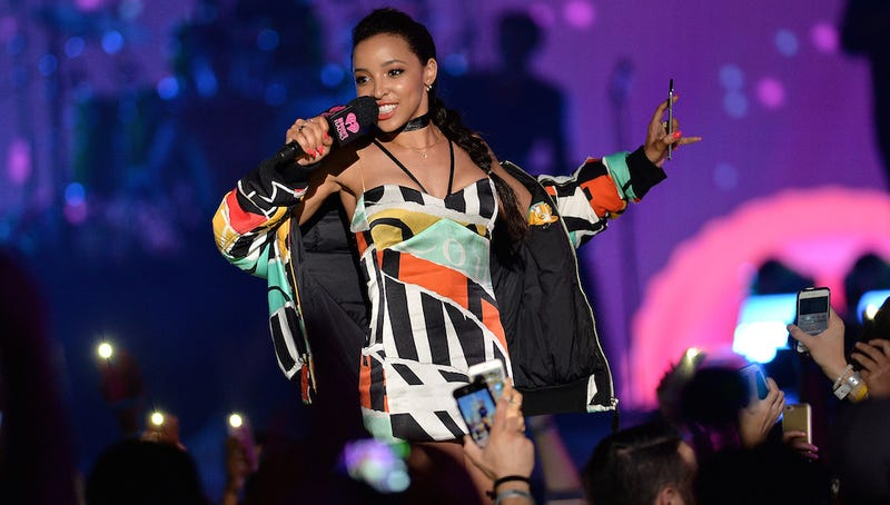 Illustration for article titled Tinashe Drops Tracks, Is Maybe Dating Calvin Harris. What Now, New World?
