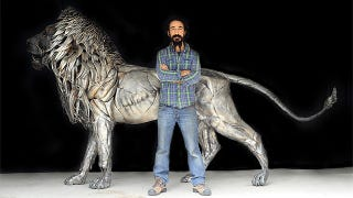 Illustration for article titled Impressive full scale lion made with 4,000 hand-cut metal scraps